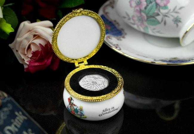 LS-Alice-in-Wonderland-trinket-box-lifestyle-4
